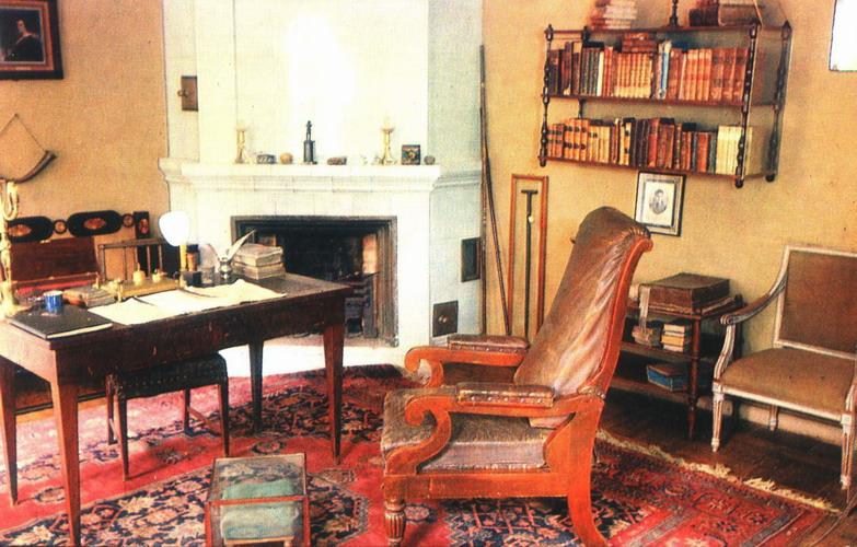 сегодняшний помогите написать сочинение к фотографии кабинет пушкина того